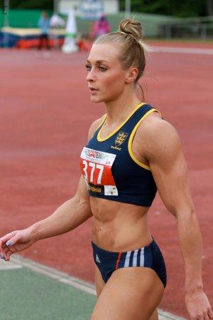 2017 ragazza atleta olimpionica femminile con muscoli da culturista