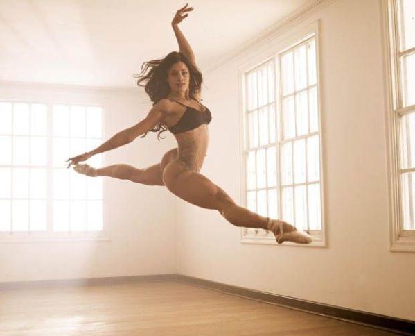 Aline Riscado faz passos de balé em ensaio ousado