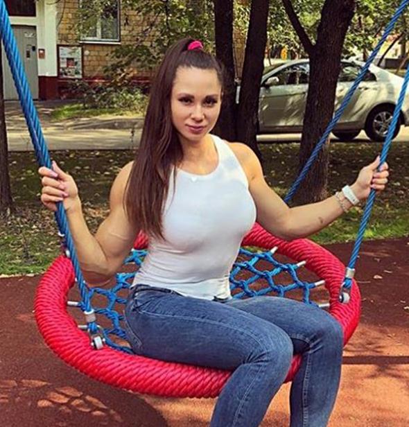 scuola ragazza moda tumblr, suzy leggins ragazza stile tumblr, prom makeup stile tumblr, ragazza tumblr moda teenager come diventare una super sexy maggiorata. tumblr girl power, tumblr girl outfit, tumblr girl wallpapers, ragazza teen muscolosa nel parco, ragazza teen bicipiti,