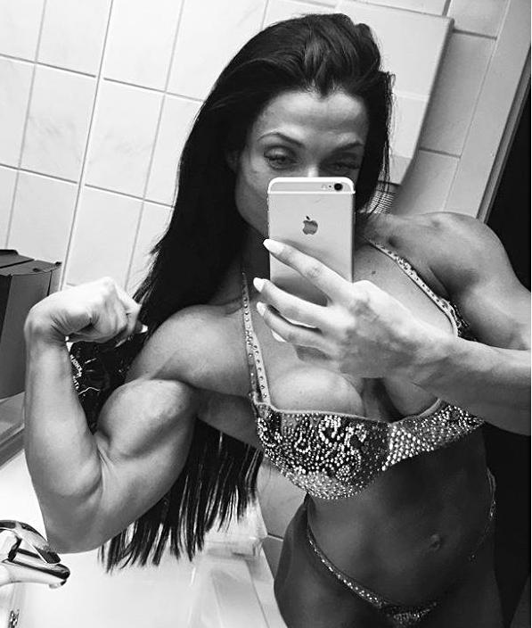 ragazza_muscolosa_bodybuilder_selfie