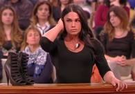 Lo Sportello di Forum Silvia muscolosa e prorompente sui tacchi