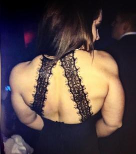 ragazza look ultra sexy in discoteca